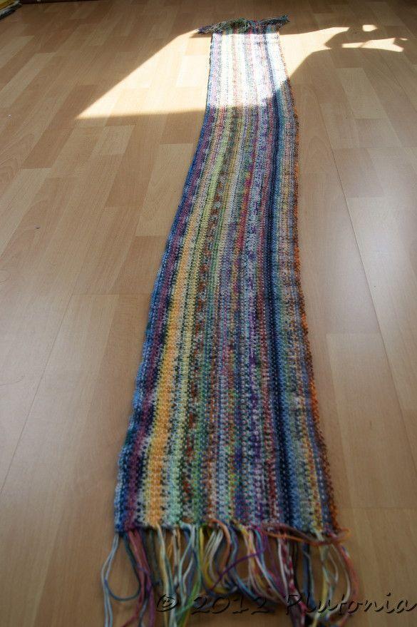 Scrappy Scarf, ein Schal aus Sockenwollresten gestrickt in Weboptik ...