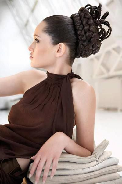 Wow! This hairstyle looks very complicated! Someday I might be able to do things like this! :)
