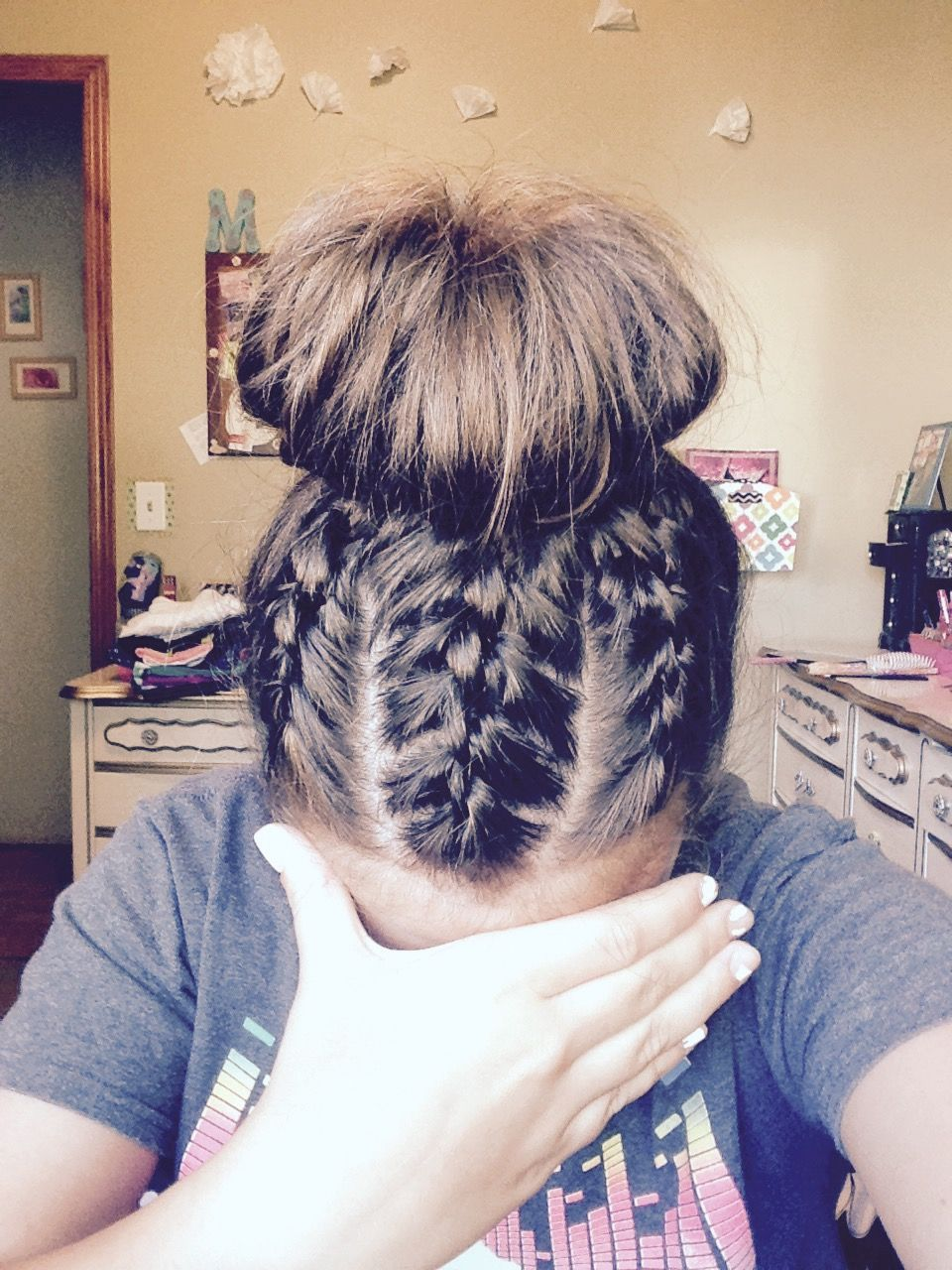 love this knotted hairstyle!! great for summer camping and