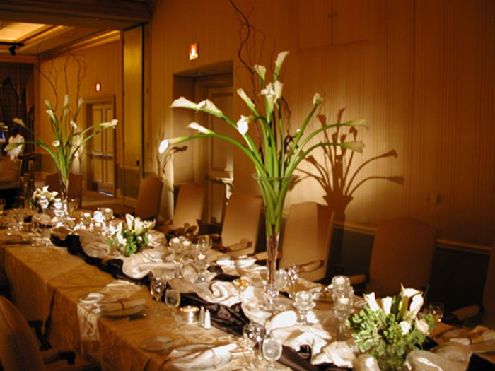 Elegant Dining Room Table Centerpiece Ideas - http://quickhomedesign.com/elegant-dining-room-table-centerpiece-ideas/?Pinterest