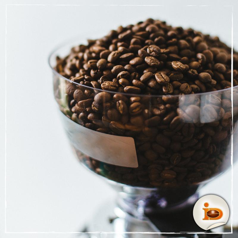 Der Stoff aus dem Kaffee-Genuss wird. Kaffeebohnen #WirliebenKaffee