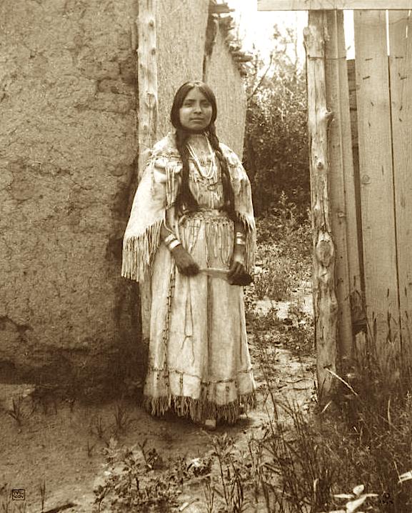pueblo women