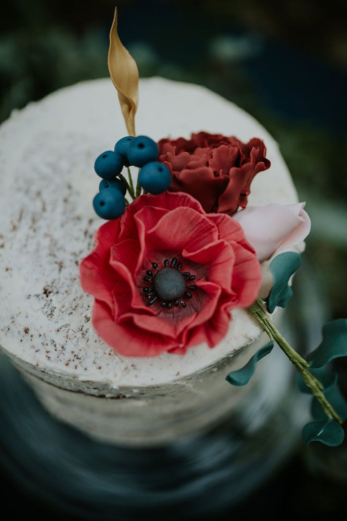 A Sumptuous And Mysterious Georgian Inspired Bridal Shoot