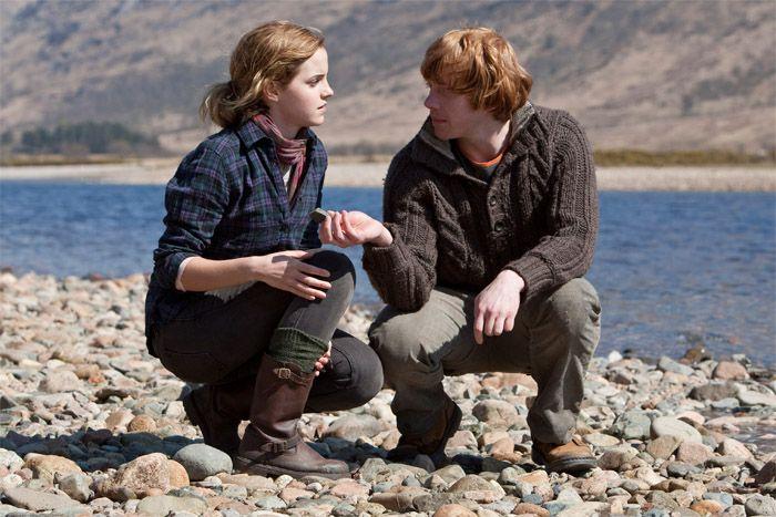 Hermione Granger wearing dark green knit legwarmers (or possibly socks) i love Harry potter knits