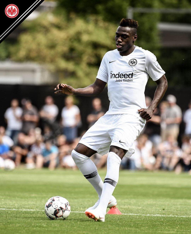 Eintracht Frankfurt 2018 2019 Away Kit.  252e54c7a