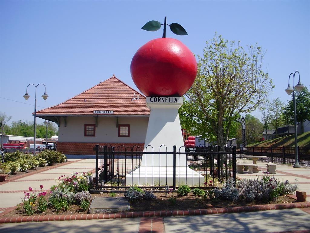 Apple, Cornelia, GA Southern dishes, Apple, North
