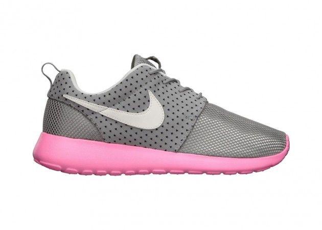 Nike Dunk High Black Varsity Maize Rumored Release Info Nike Roshe Run Running Shoes Nike Nike Shoes Outfits