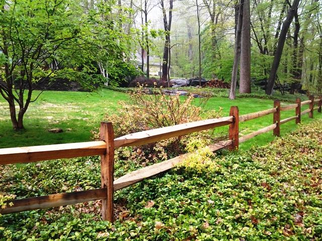 A Rustic Split Rail Fence Runs Along The Front Of The 15 Acre Property Description From Pinterest Com Fence Landscaping Backyard Fences Farmhouse Landscaping