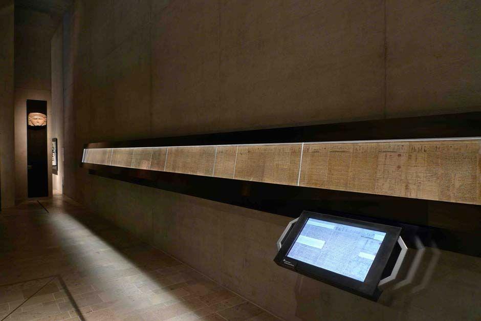 http://www.architekturzeitung.com/azbilder/2013/1310/eurowhite-luxar-01-Totenbuch_Foto_Die Werft.jpg