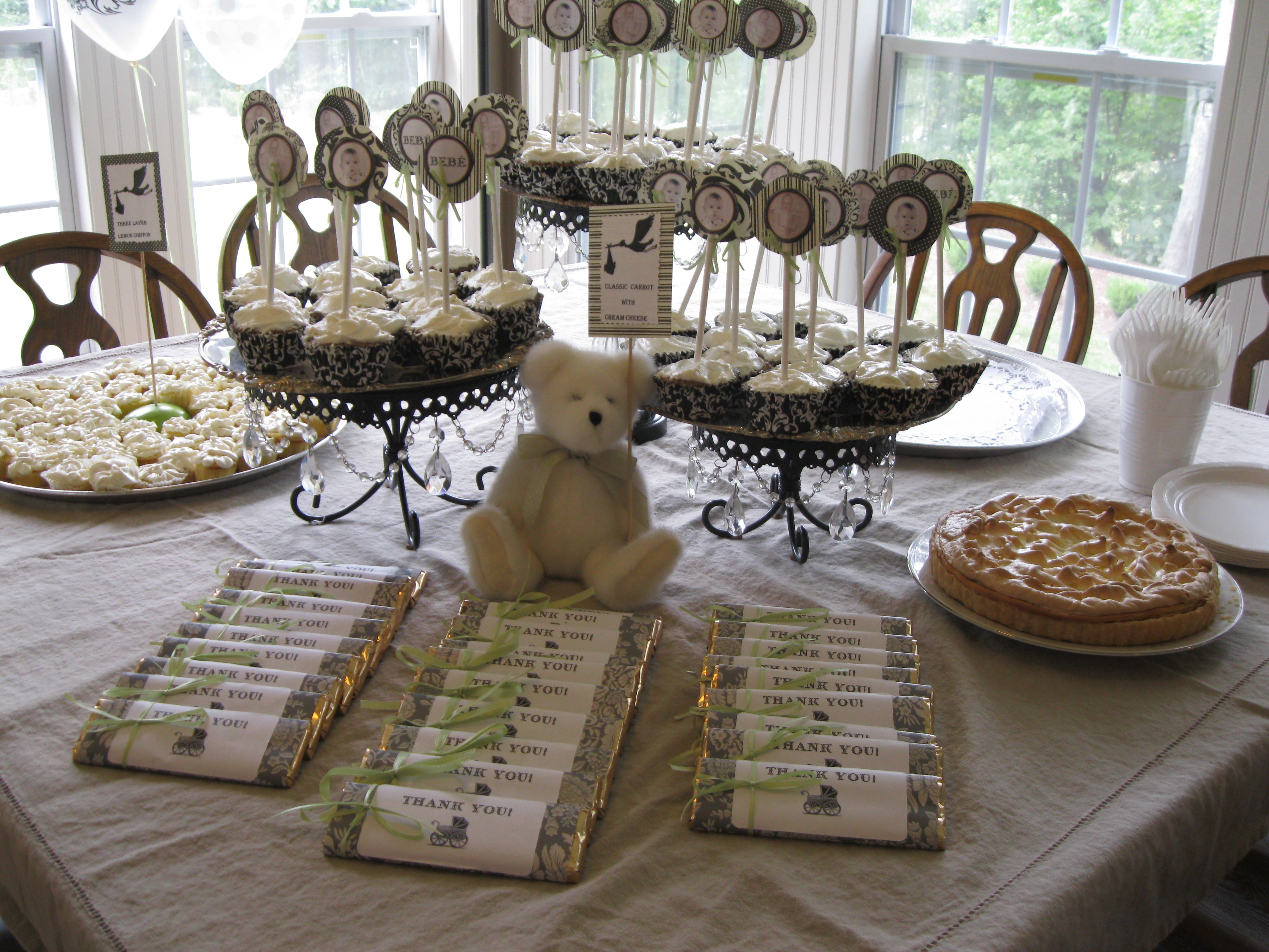 Dessert table and favors diy store bought chocolate bars - Elegant baby shower ...