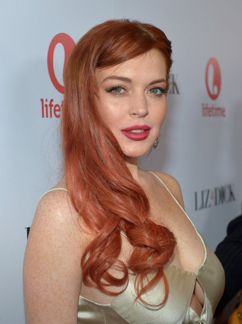 Lindsay Lohan Charlie Sheen Yuk It Up In New Scary Movie 5 Clip Video Strawberry Blonde Hair Color Blonde Hair Color Strawberry Blonde Hair