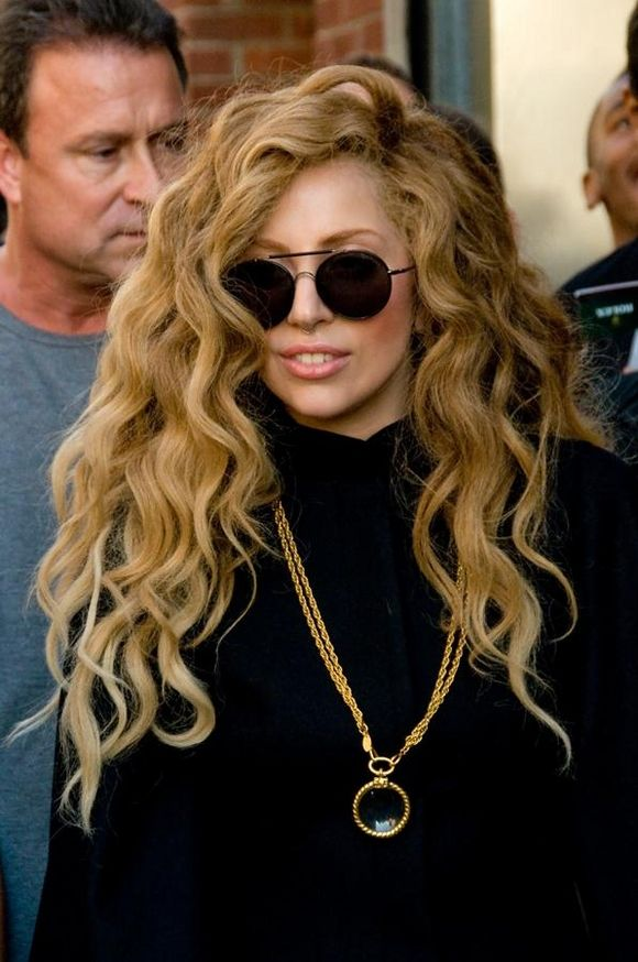 Lady Gaga I Want My Hair To Always Look Like This Wig Of Hers Also Way To Rock A Turtle Neck Ledi Gaga Zhenshina Portret