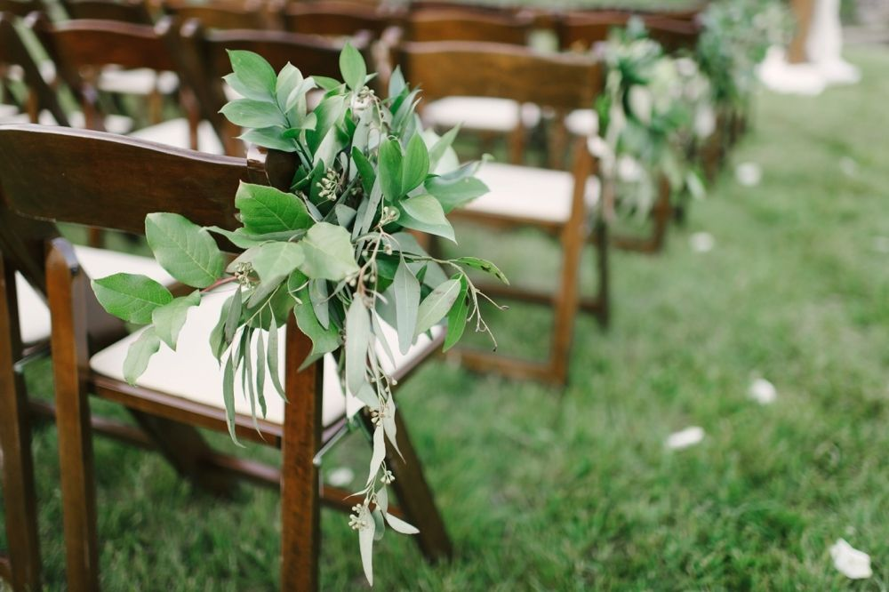 Photography : Sarah Street Photography | Floral Design : Palette Of Petals | Event Coordination : Sunkissed Events & Design | Venue : Private Residence Read More on SMP: http://www.stylemepretty.com/virginia-weddings/chesapeake/2015/07/16/sophisticated-organic-chesapeake-backyard-affair/
