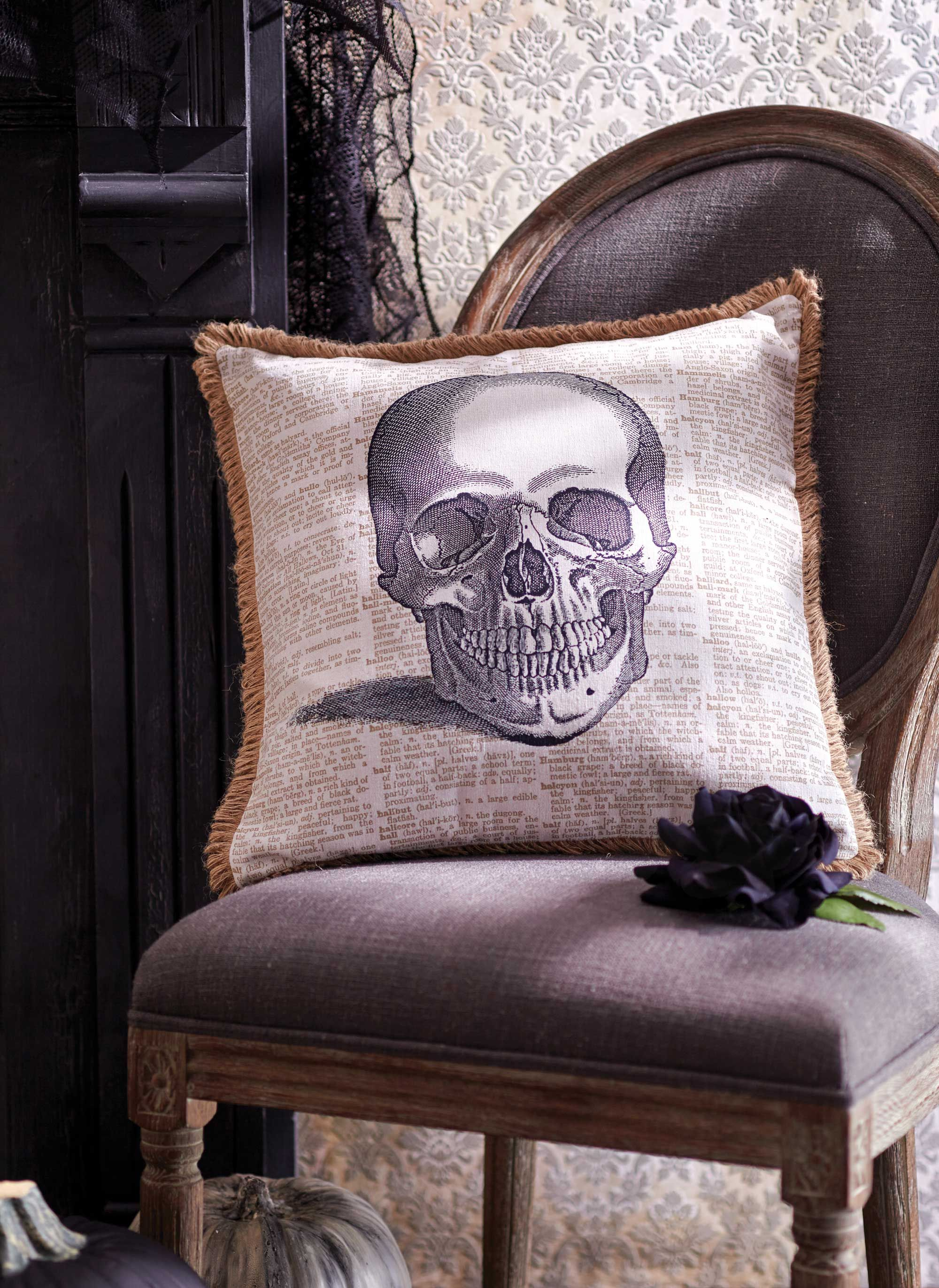 Discover our selection of spooky Halloween decor and ideas to give - scary halloween decor