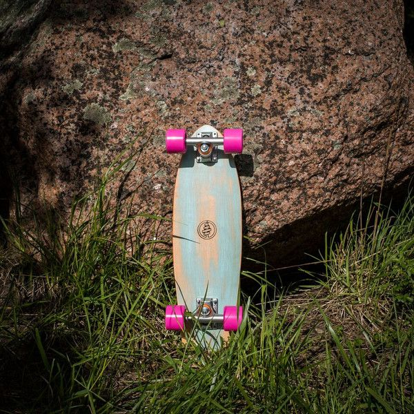 Let's be honest, life is just more fun on wheels. Small but steady the mini cruiser is the perfect way to convert your walking commute to a cruising adventure.