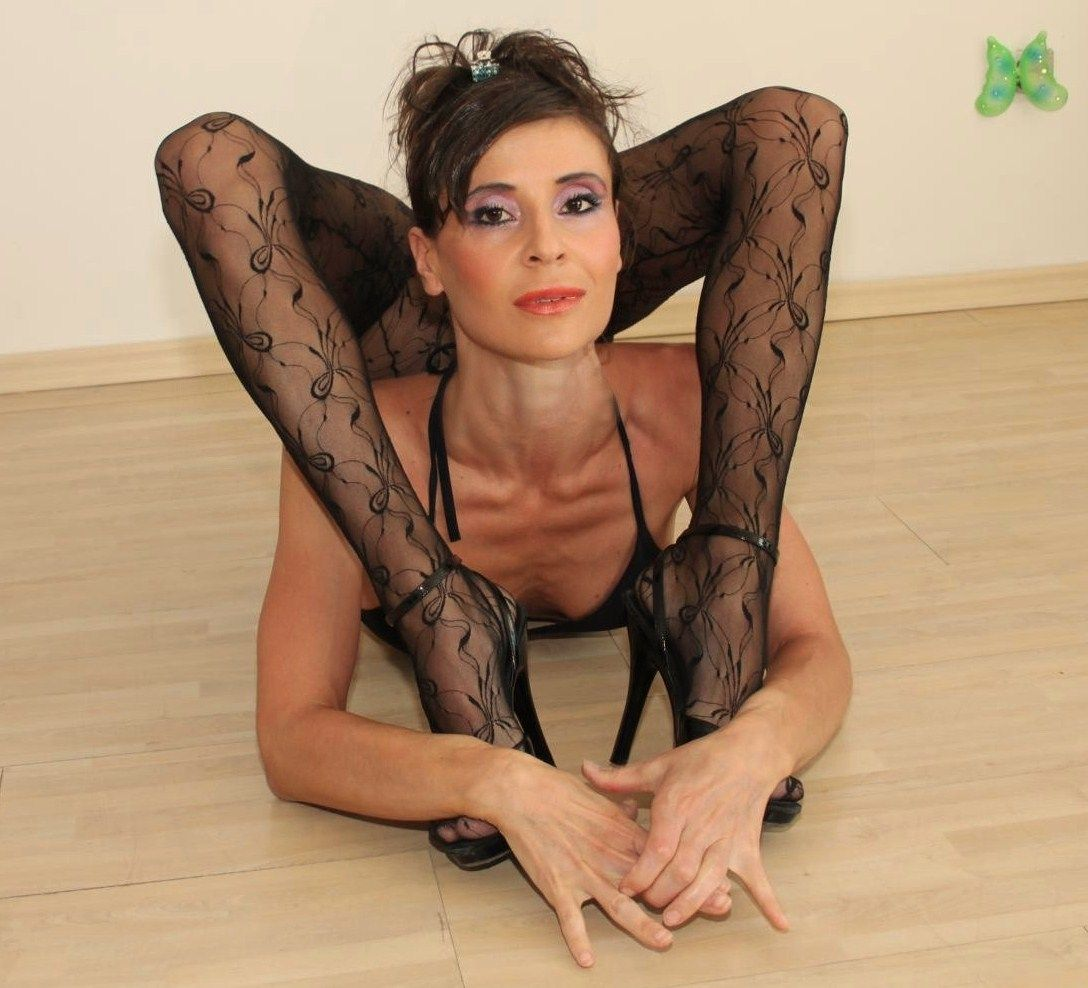 Maggi Flexible Contortionist Contortion Yoga Acrobat -9848