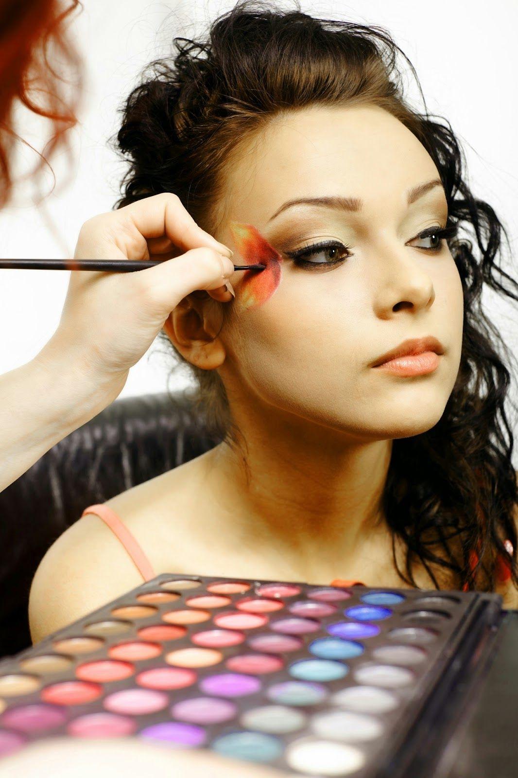 Makeup artists Career Makeup artists Career.MakeupTips