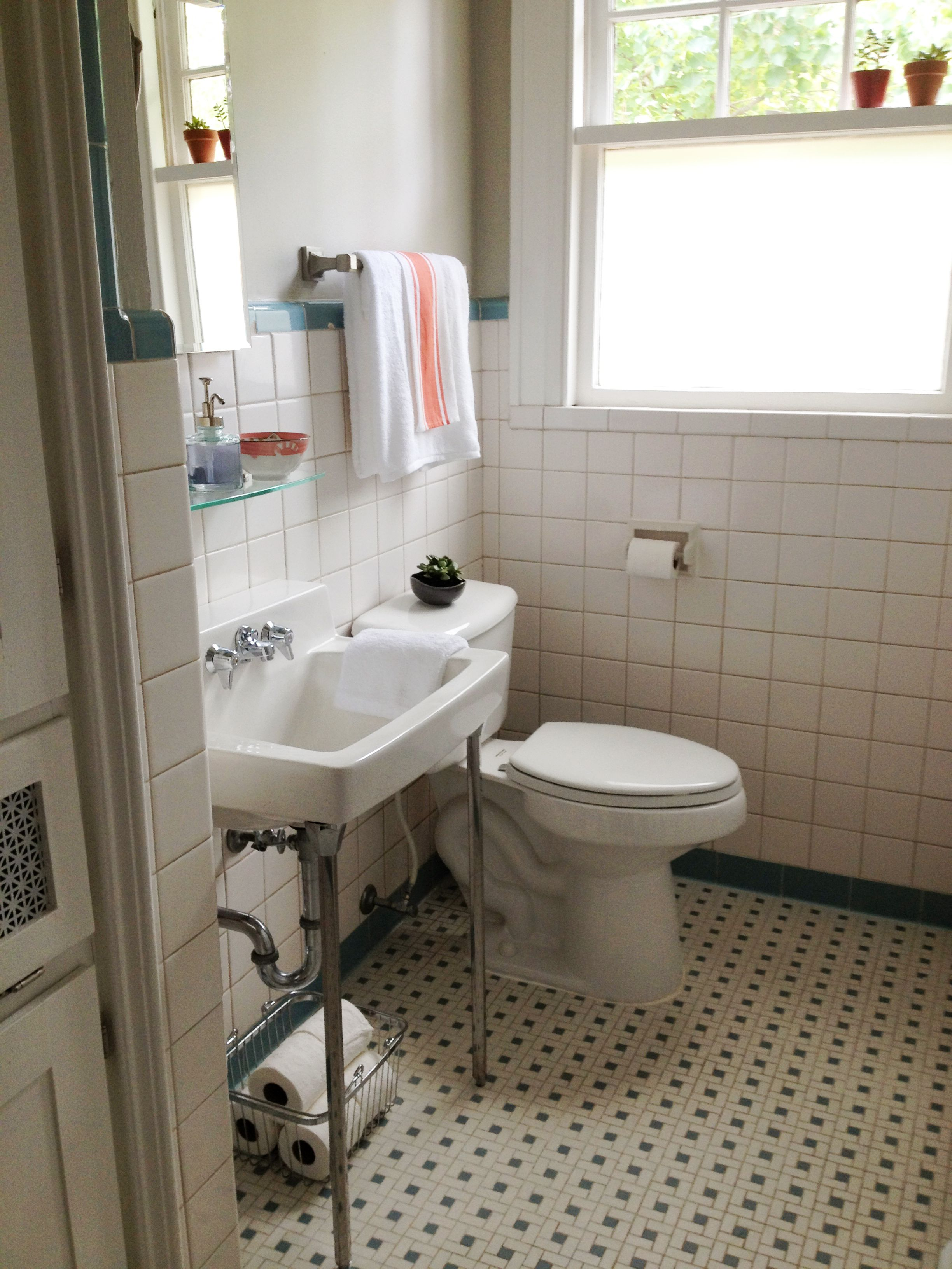 Small Retro Bathroom One Redo Finished One To Go Retro Bathrooms Dream Bathrooms Bathroom Redo