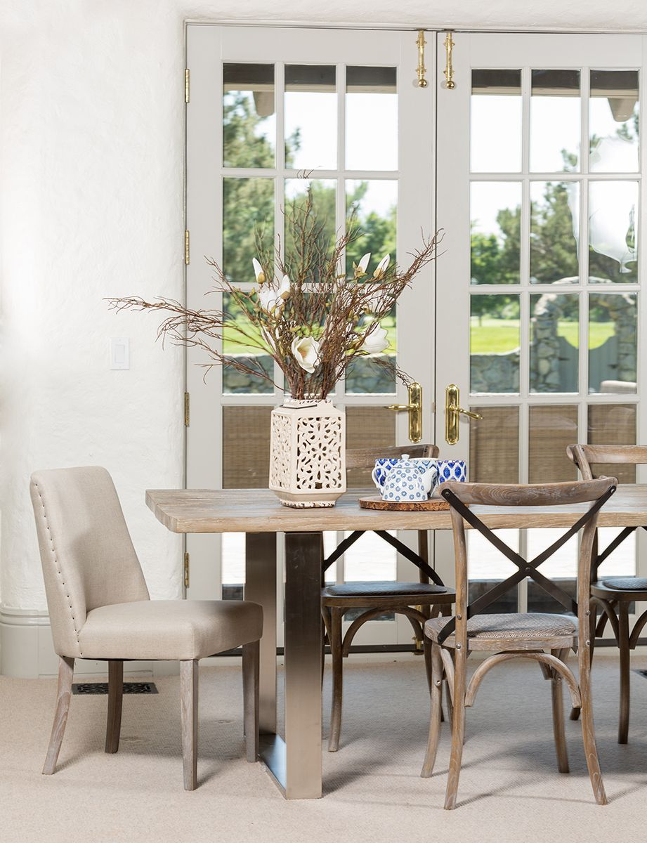 Love this dining room set-up - mixed media, mix & match ...