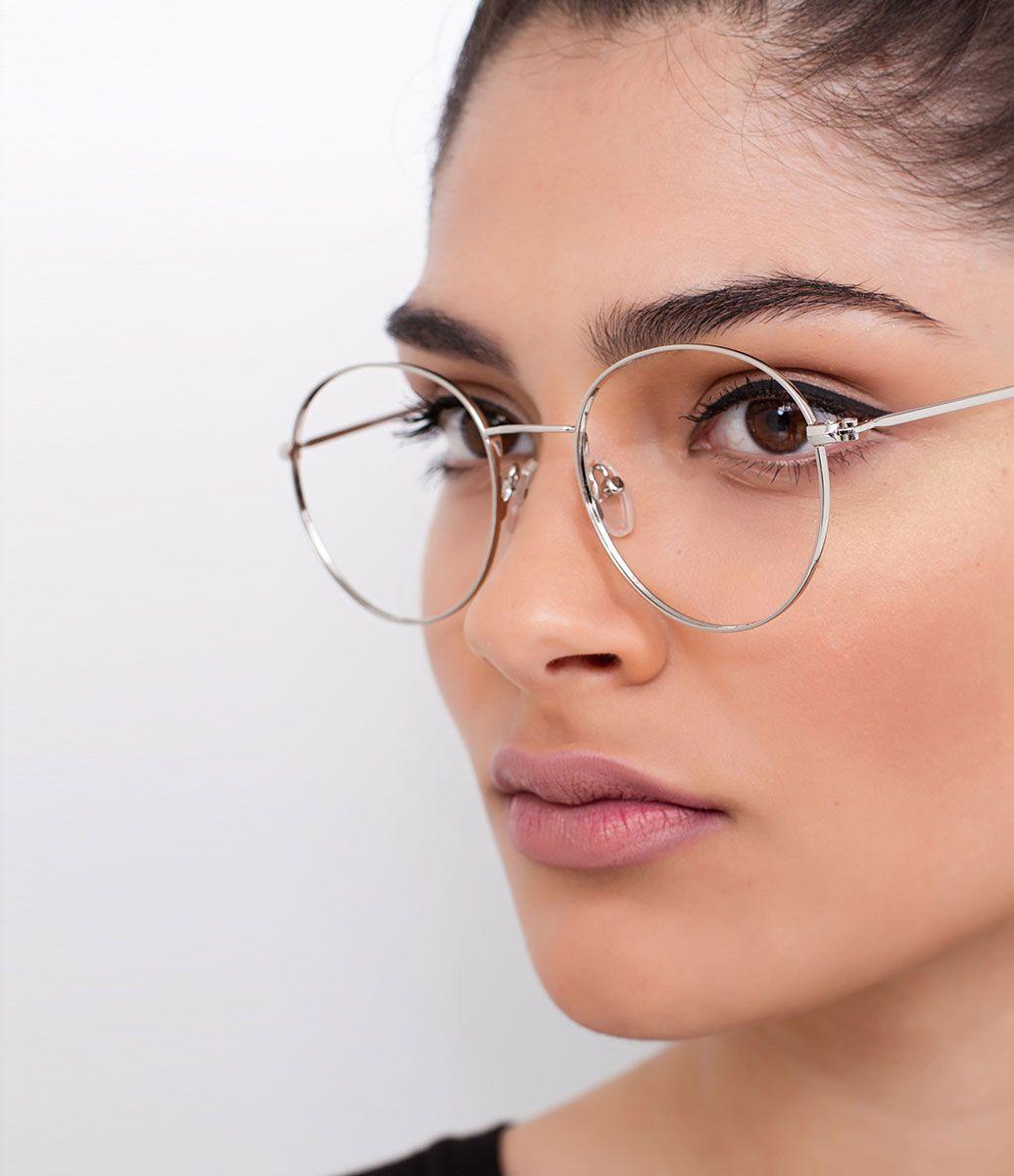 549c810b6 Armação de óculos Modelo redondo Hastes em acetato Não acompanha lentes  Acompanha um estojo de tecido