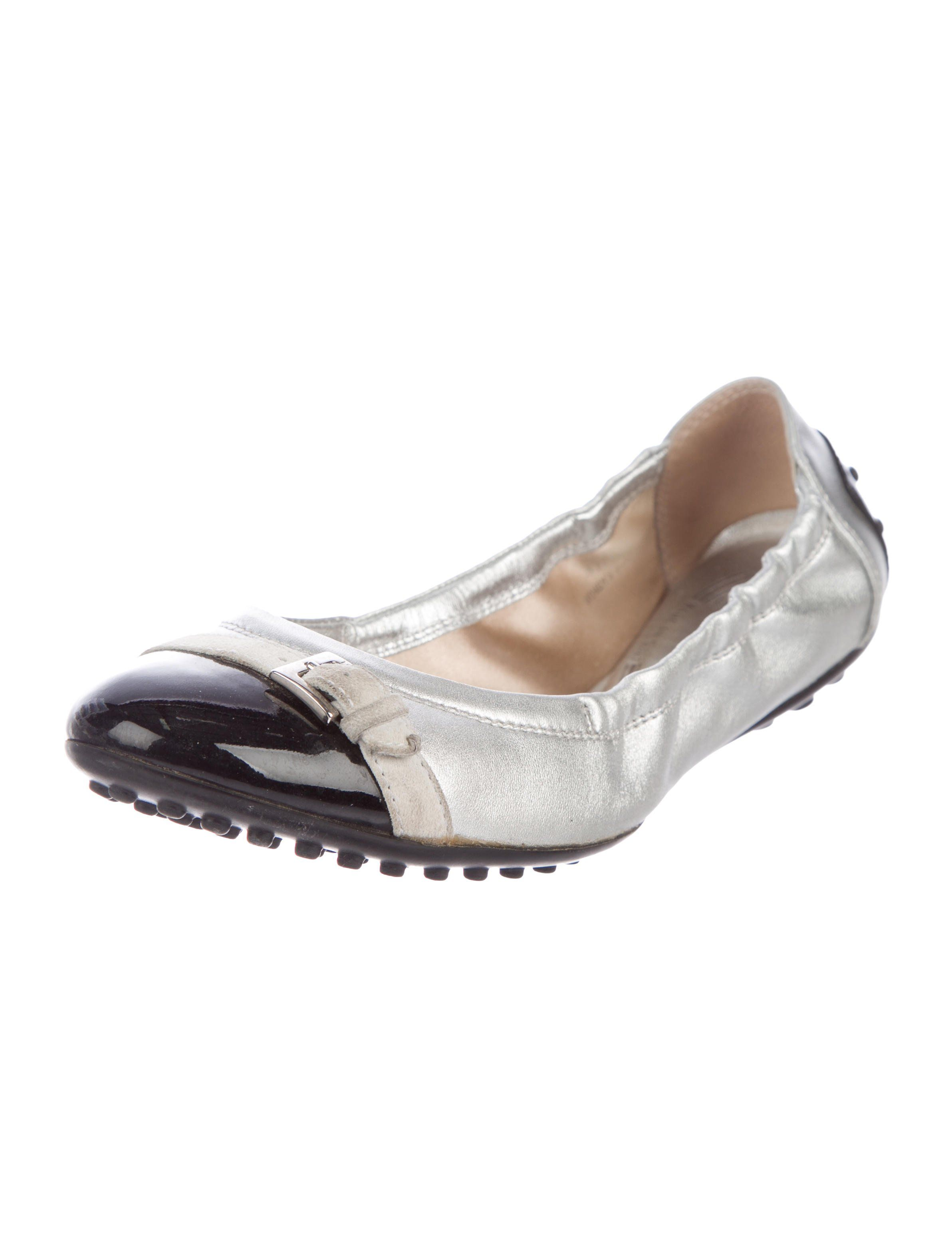 98e339922d6204 Silver leather Tod s round-toe flats with black patent leather cap toes