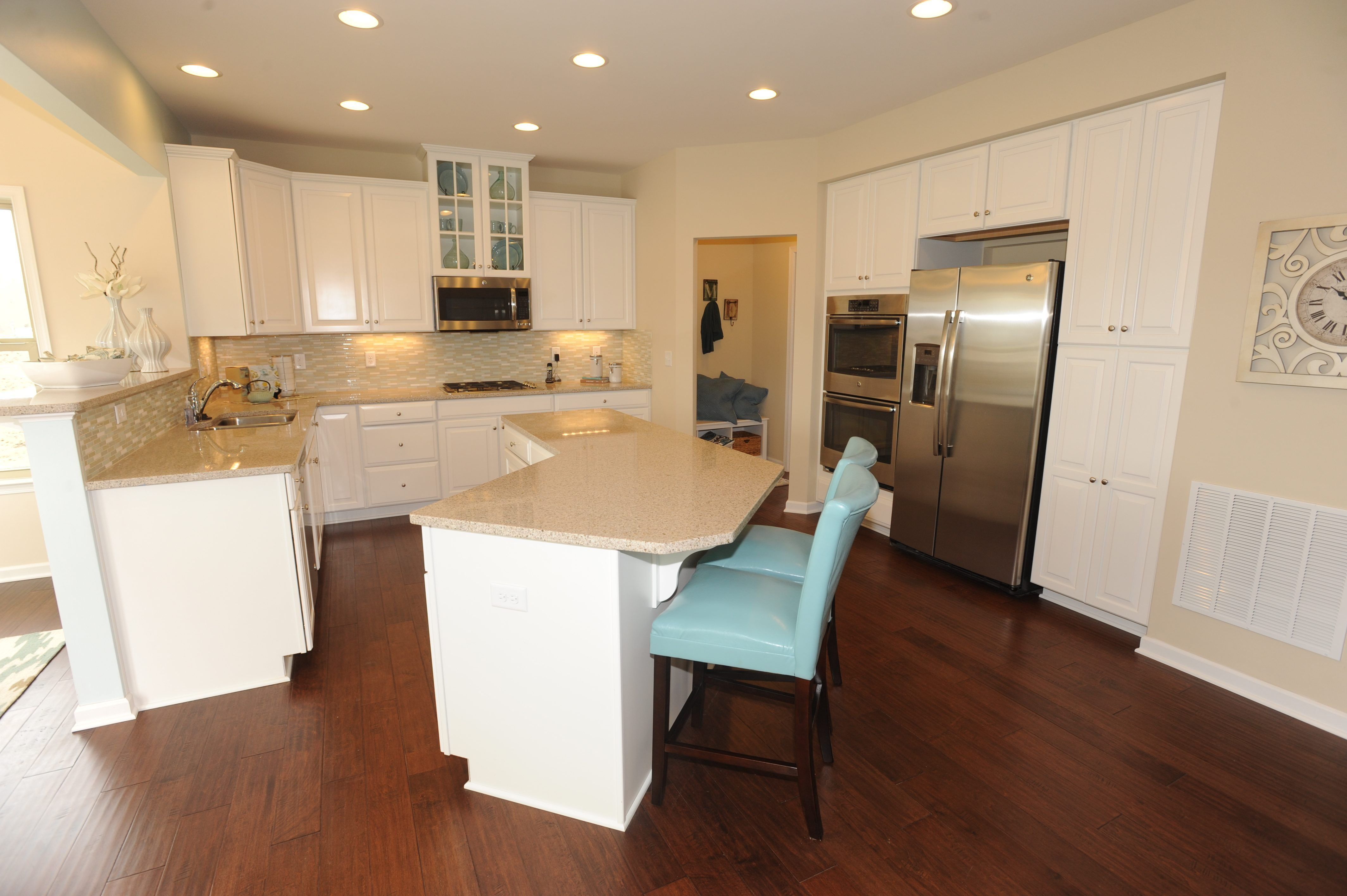 White kitchens in model homes featured home ryan homes for Kitchen modeler