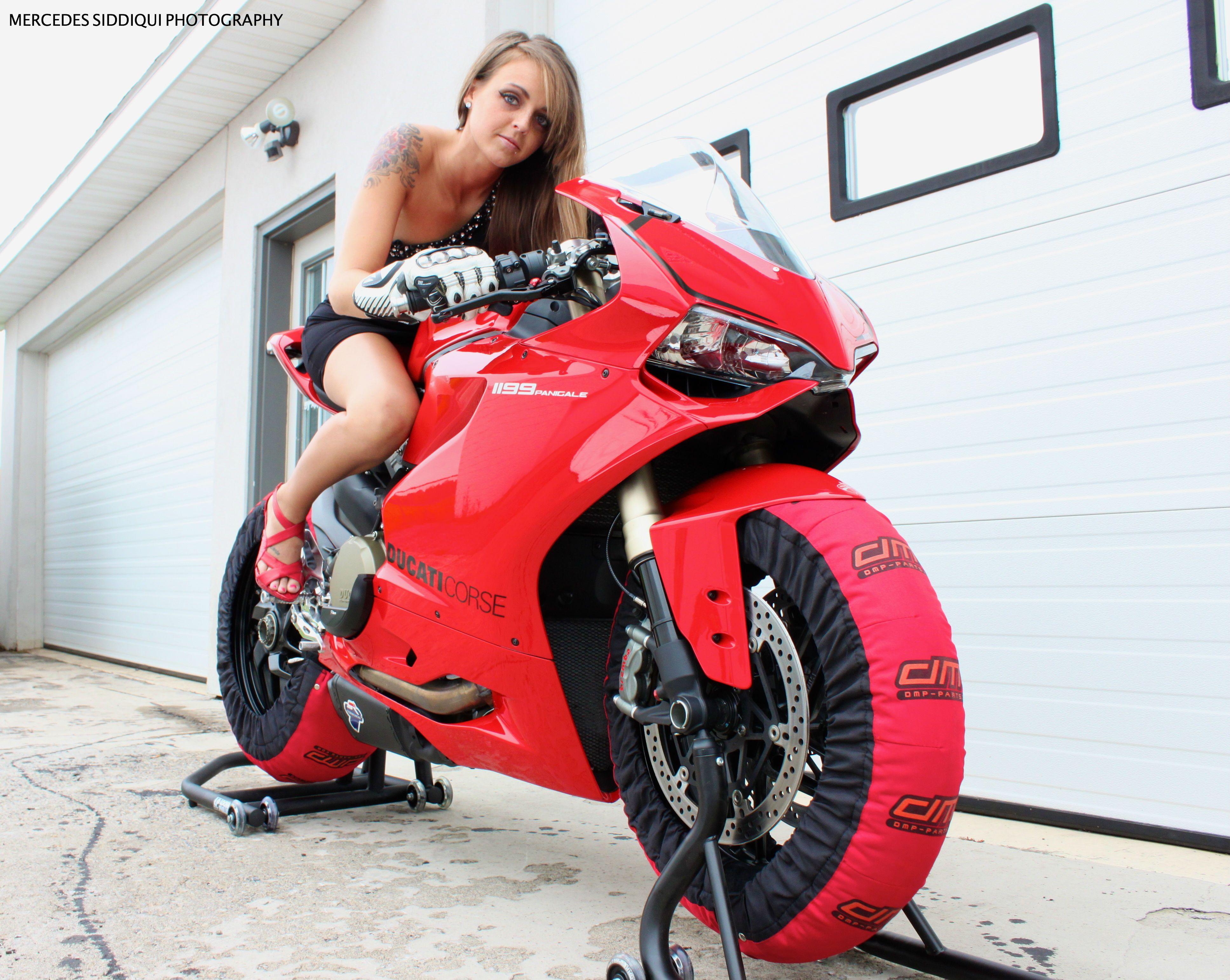Mercedes siddiqui photography 2013 model naomi www for Garage mercedes corse