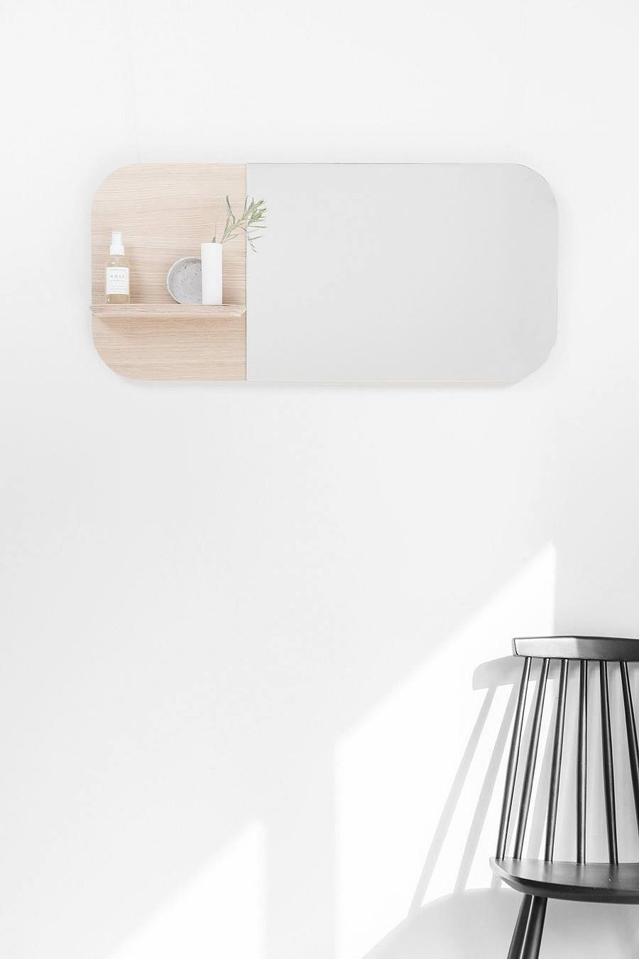 Schöner Wandspiegel mit abgerundeten Ecken und einem Regal mit Platz ...