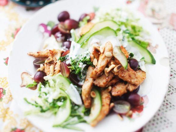 Gurken-Wirsingsalat mit Hähnchenbrust ist ein Rezept mit frischen Zutaten aus der Kategorie Hähnchen. Probieren Sie dieses und weitere Rezepte von EAT SMARTER!