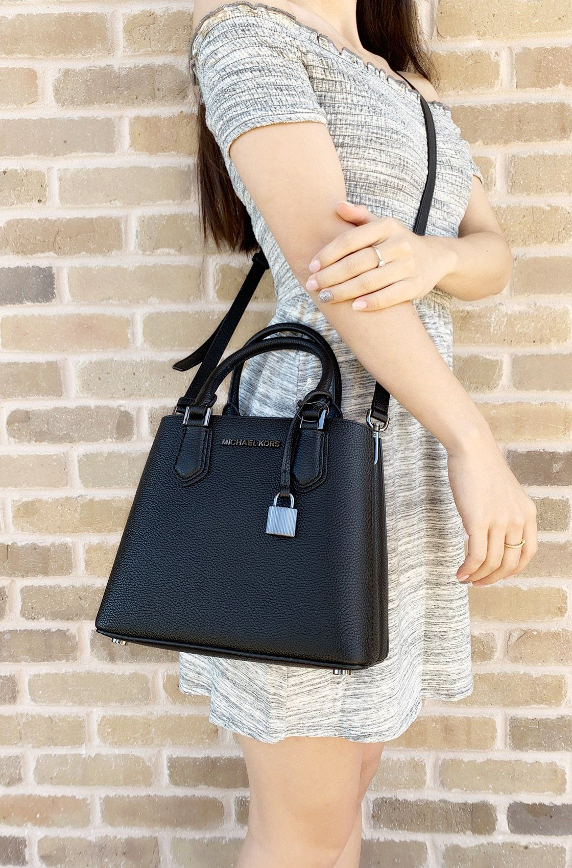 b7ca33c03b2f Michael Kors Adele Mercer Medium Messenger Bag Black Gunmetal #ebayreseller  #MichaelKors #poshcloset #mercaricode #Handbags #poshfind #ebayresellers ...