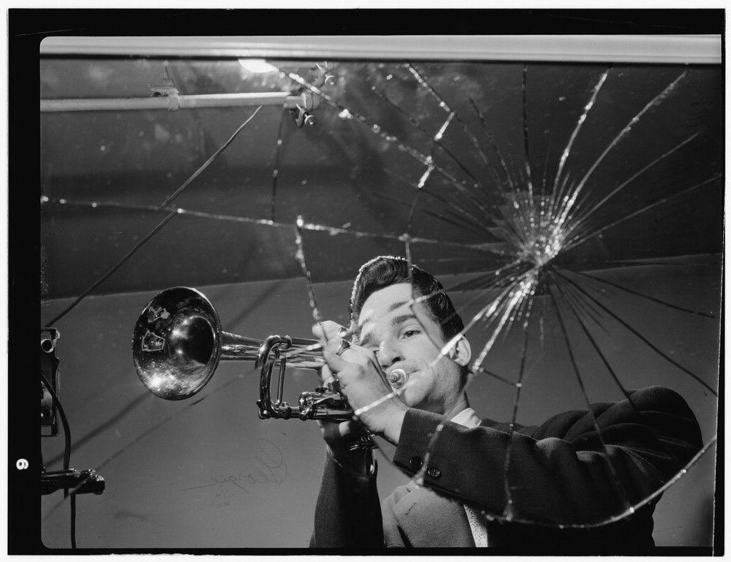 Conte Candoli fue un trompetista estadounidense de jazz que nació el 12 de julio de 1927. Tocó en las bandas de Woody Herman, Stan Kenton, Benny Goodman, y Dizzy Gillespie, así como en la orquesta del trompetista Doc Severinsen. Acompañó a otros grandes músicos como Gerry Mulligan o Frank Sinatra, a quien acompaó en no pocos especiales de TV. También grabó con la banda Supersax, que hacía tributo al gran Charlie Parker.