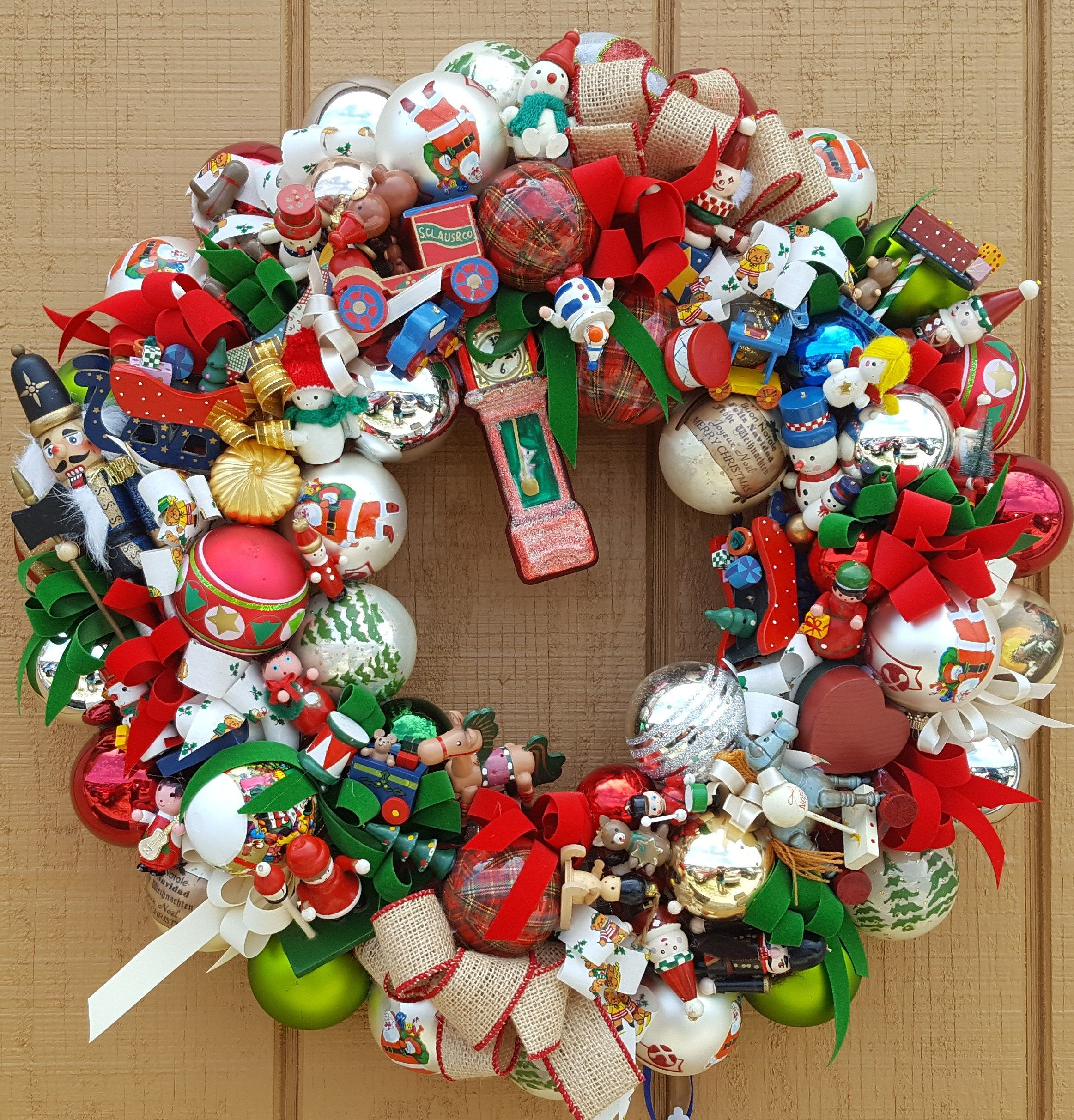 Vintage Wood Glass Ornament 21 Christmas Holiday Wreath Hand Crafted Clock Glass Ornamen Holiday Wreaths Glass Christmas Ornaments Contemporary Christmas