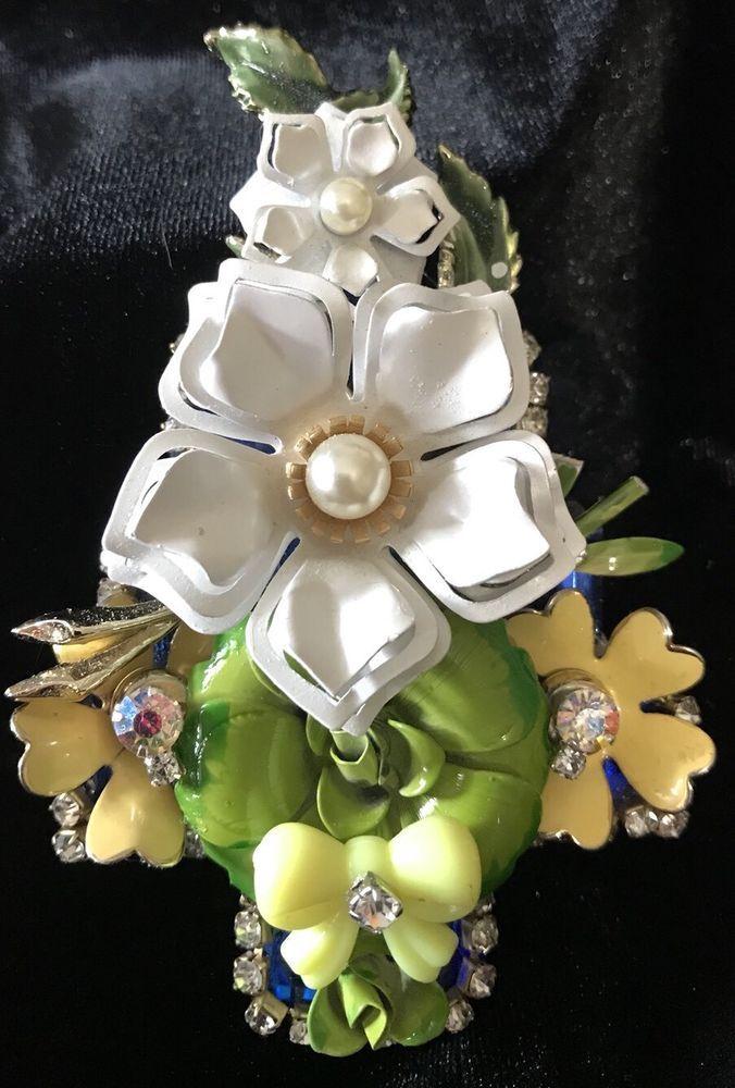 Enamel Flowers  Vintage Rhinestone Christmas Tree Pin Brooch LaHeir