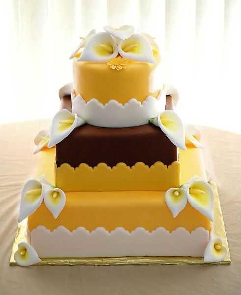 Yellow And Brown Wedding Cake But With Sumflowers Instead Of Lillys Brown Wedding Cakes Wedding Cake Art Lemon Wedding Cakes