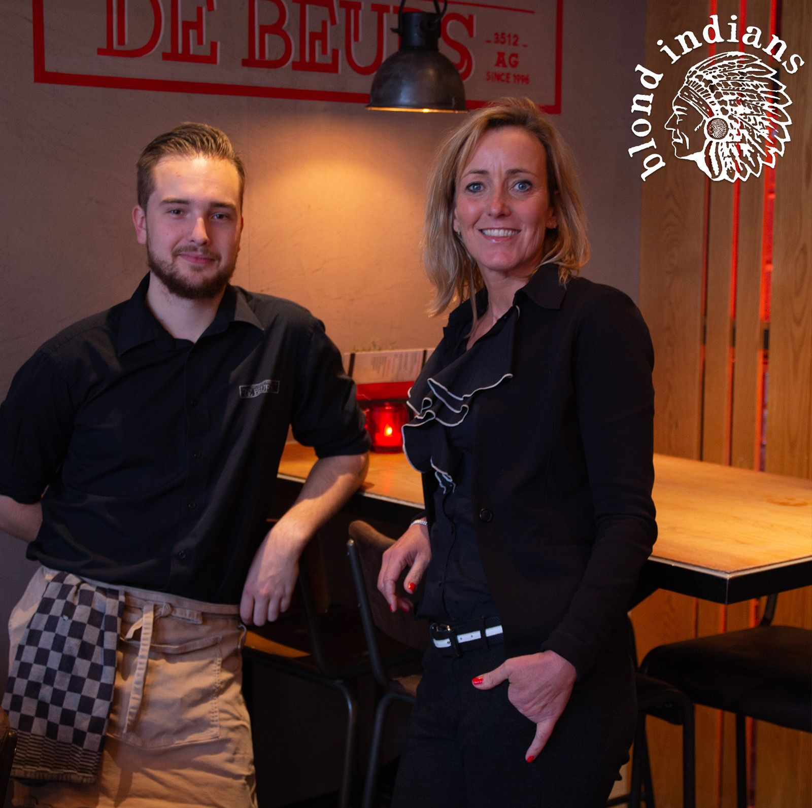 De Beurs Utrecht Check this picture from our Blond Indians chieftess Janneke and Jelle, working at De Beurs in the city centre of Utrecht and obviously looking cool wearing a Blond Indians apron & shirt!