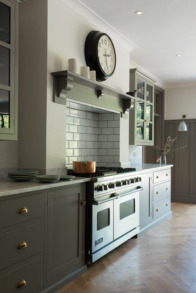 Carrara Marble Worktops And Simply Stunning Shaker Cabinets Make For A Modern Stylish Design In This Queens Kitchen Fireplace Kitchen Cooker Victorian Kitchen