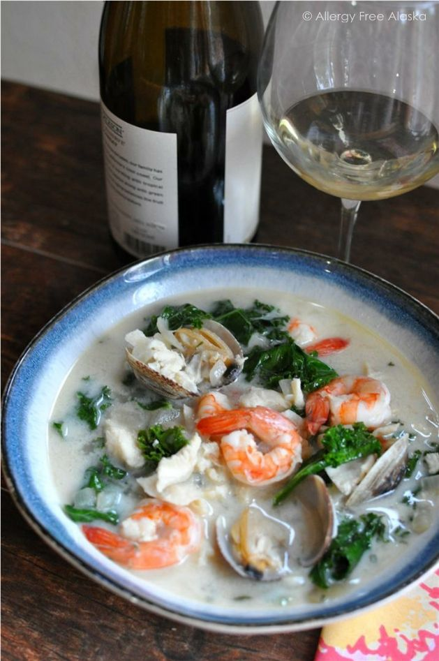White Cioppino with Kale (Seafood Stew) #seafoodstew