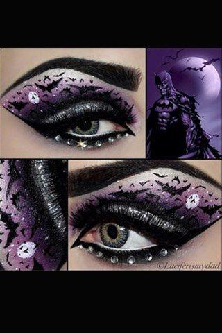 Schwarzer Kajal für die Spinnweben, Lidschatten in Silber und die Augen sind perfekt in Szene gesetzt. Nur noch schwarzen Lipgloss auftragen und der Spider-Woman Look ist fertig...