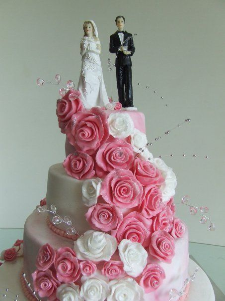 White wedding cake pink roses google search beautiful cakes wedding cake with 4 layers and roses mightylinksfo