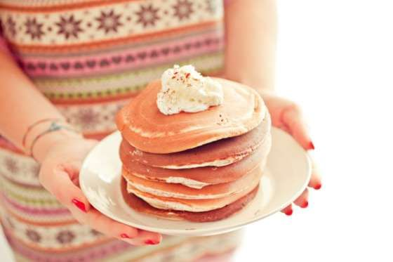 LA RECETA BÁSICA Los hotcakes, estas tortitas americanas tan típicas, son un poco más altas y esponjosas que las tort... - Rebañando