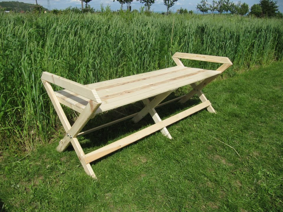 Grand banc de jardin en bois de palettes peut tre adapt pour du mobilier - Faire un banc avec des palettes ...