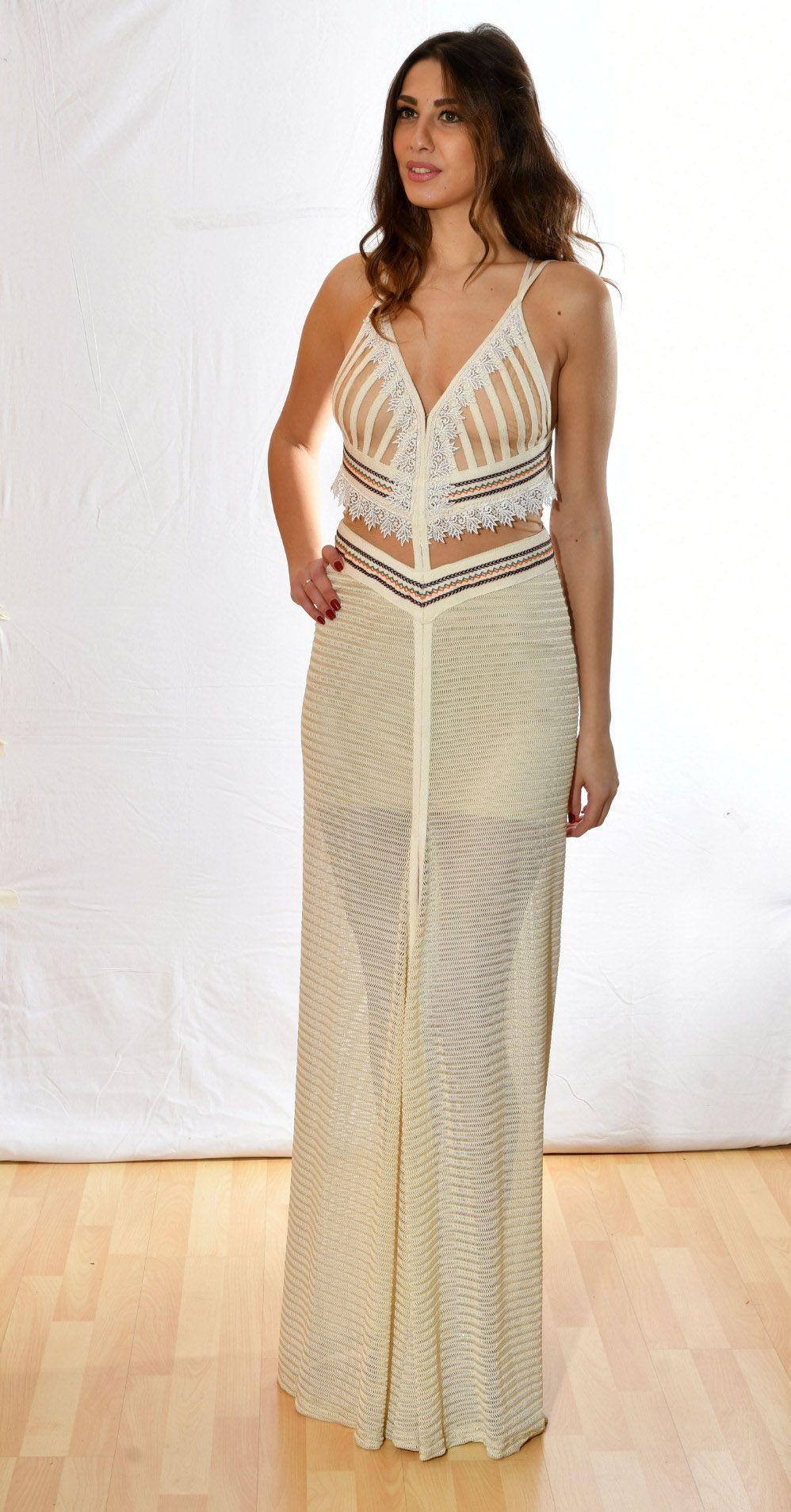 98f7e8c3127a Μακρύ βραδυνό φόρεμα σε μπέζ αποχρώσεις με διαφάνεια στο κάτω μέρος της  φούστας και διαφάνειες τούλι