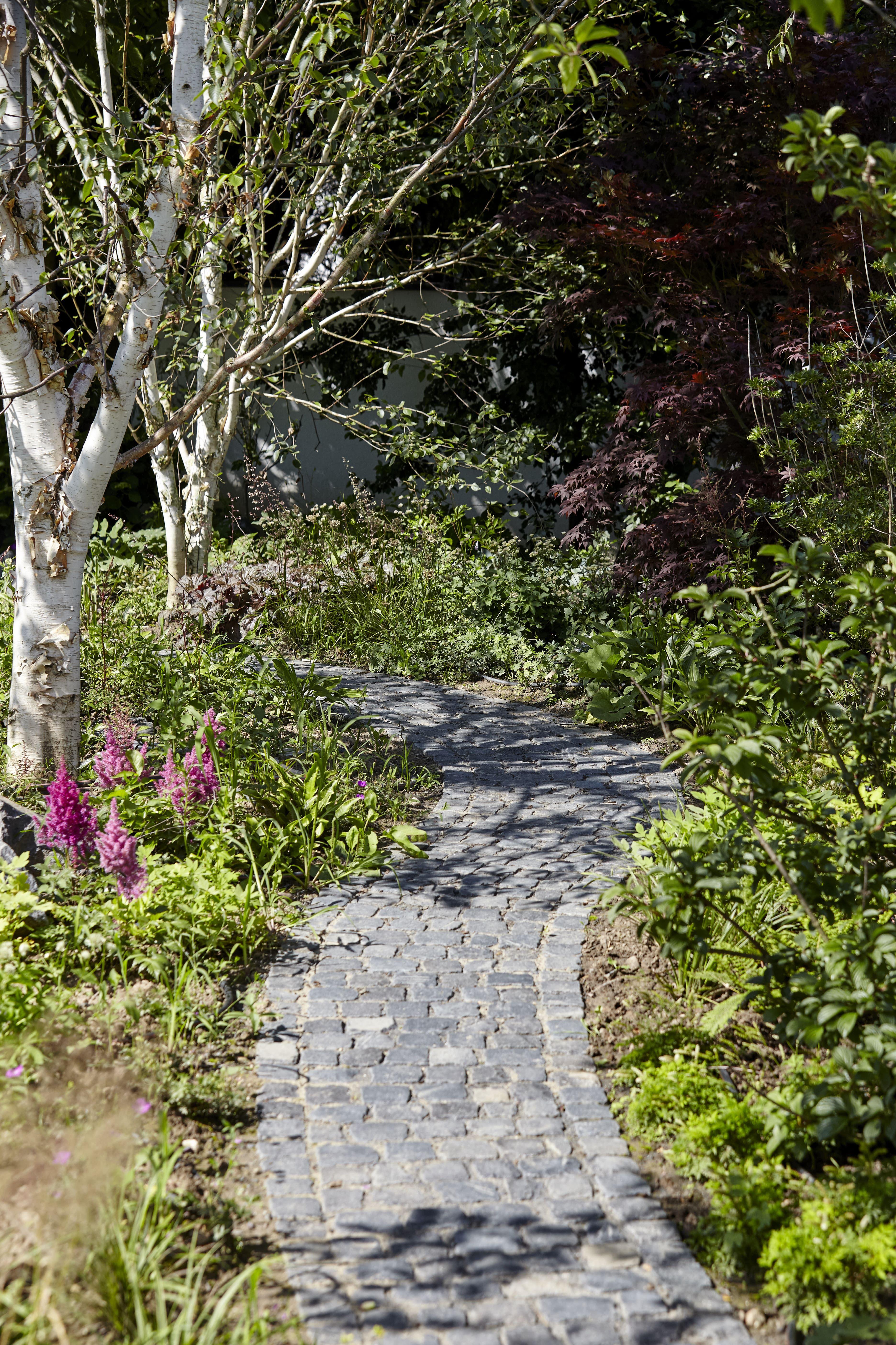 Weg Aus Basaltstein Pflaster Von Rheingrün Garden Pathway Stone