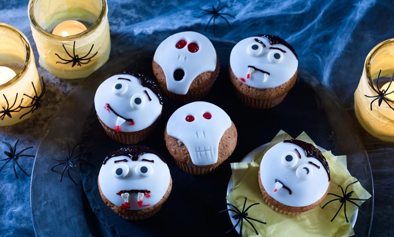 Vampir- und Totenkopf-Muffins | Recipe | Happy halloween