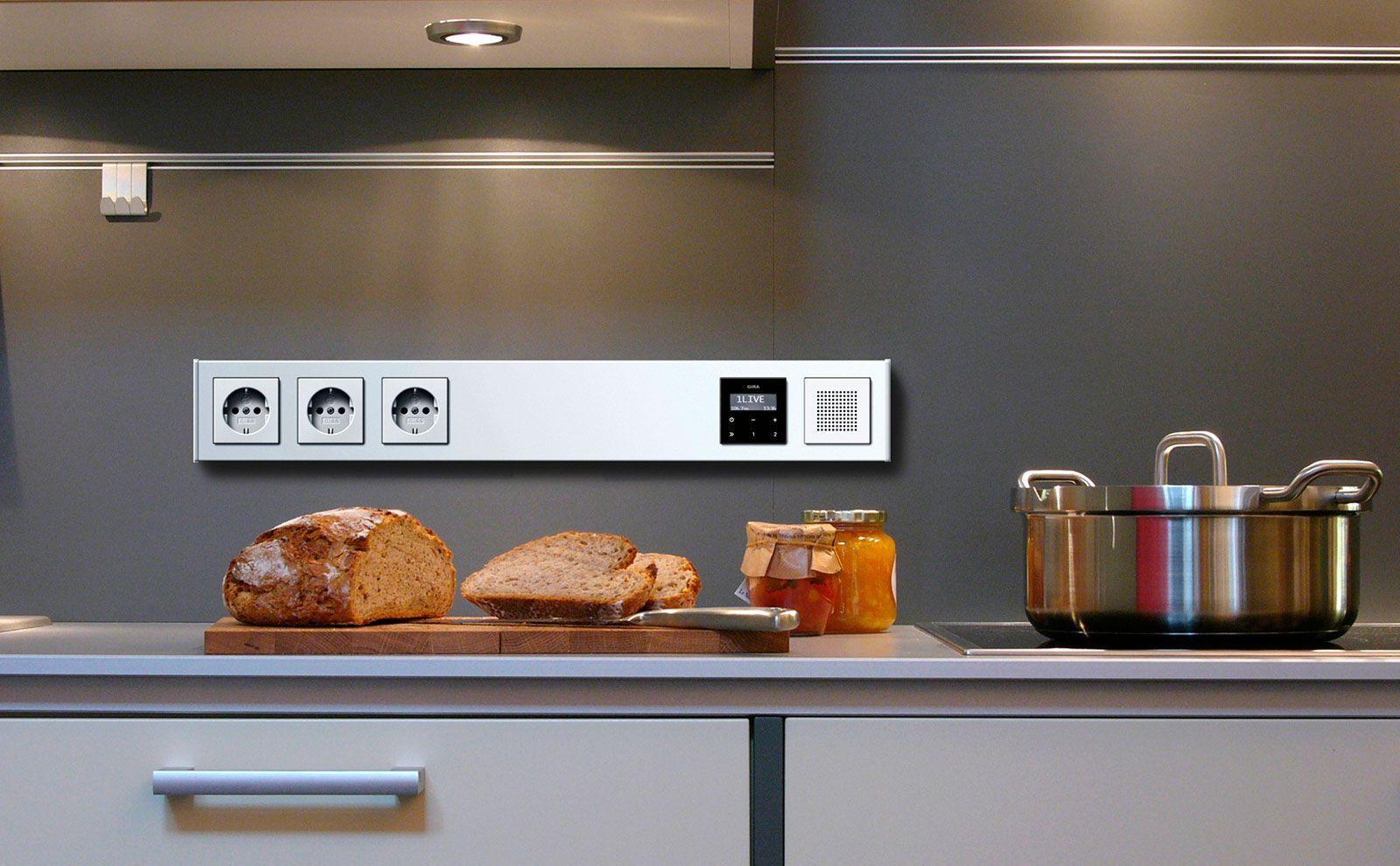 Die Multifunktionsleiste Gira Profil 55 Erweitert Deine Vorhandenen Elektroanschlusse Und Bundelt Die Anwendung In 2020 Steckdosen Steckdosen Kuche Elektroinstallation