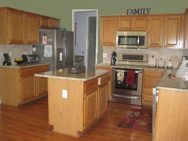 kitchen wall colors oak cabinets i am struggling to find a paint color for my kitchen that 22153
