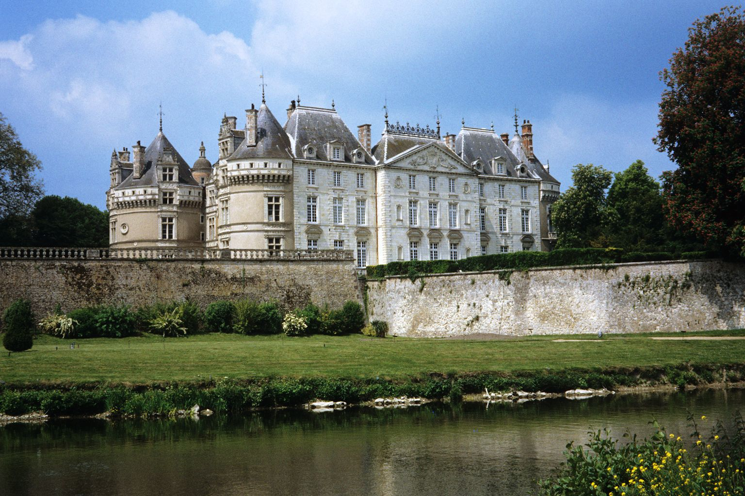 Chateau le Lude, France Really I want a chateau