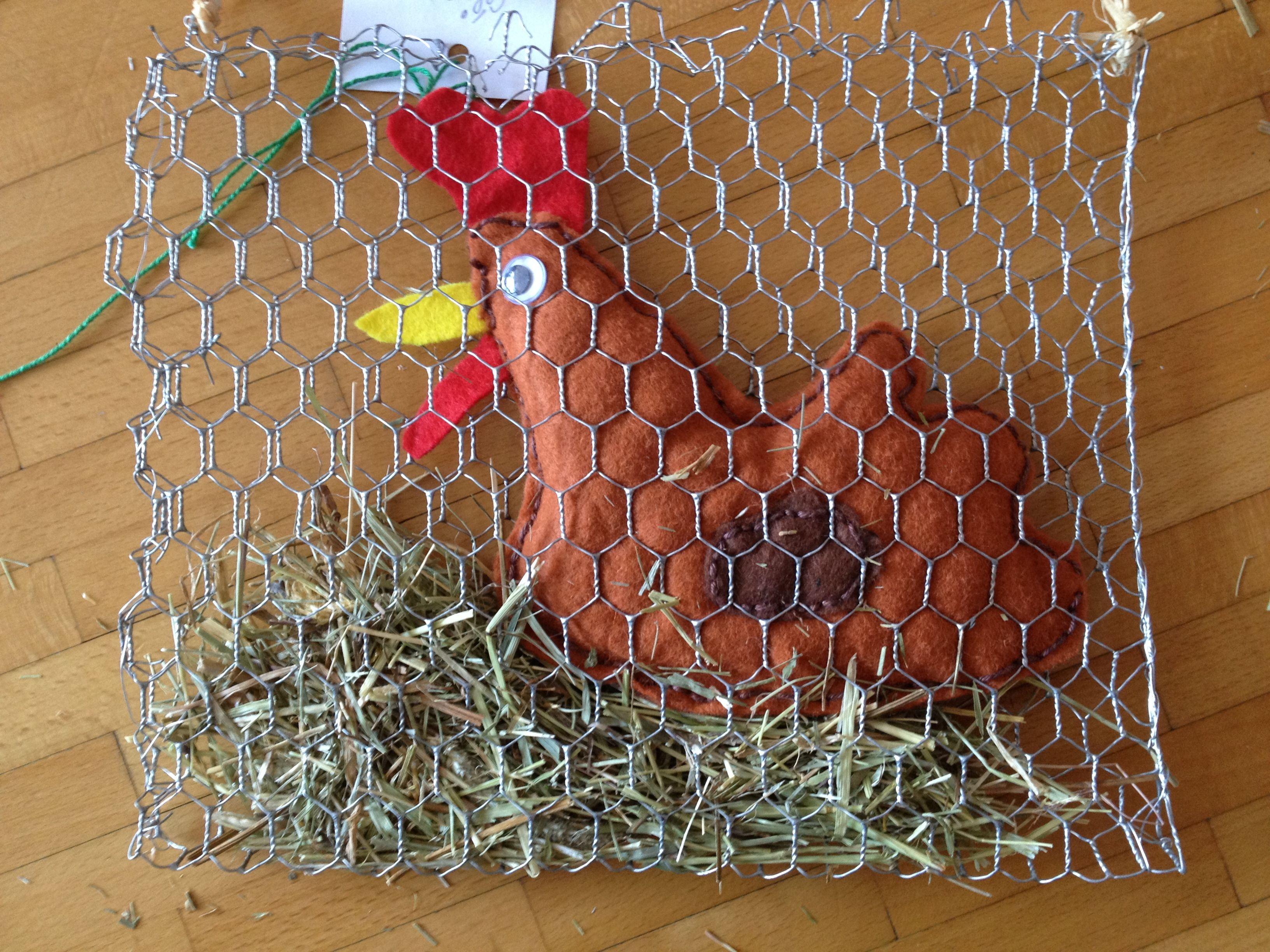 Poule derri re son grillage p ques pinterest easter crafts easter and - Grillage poule castorama ...