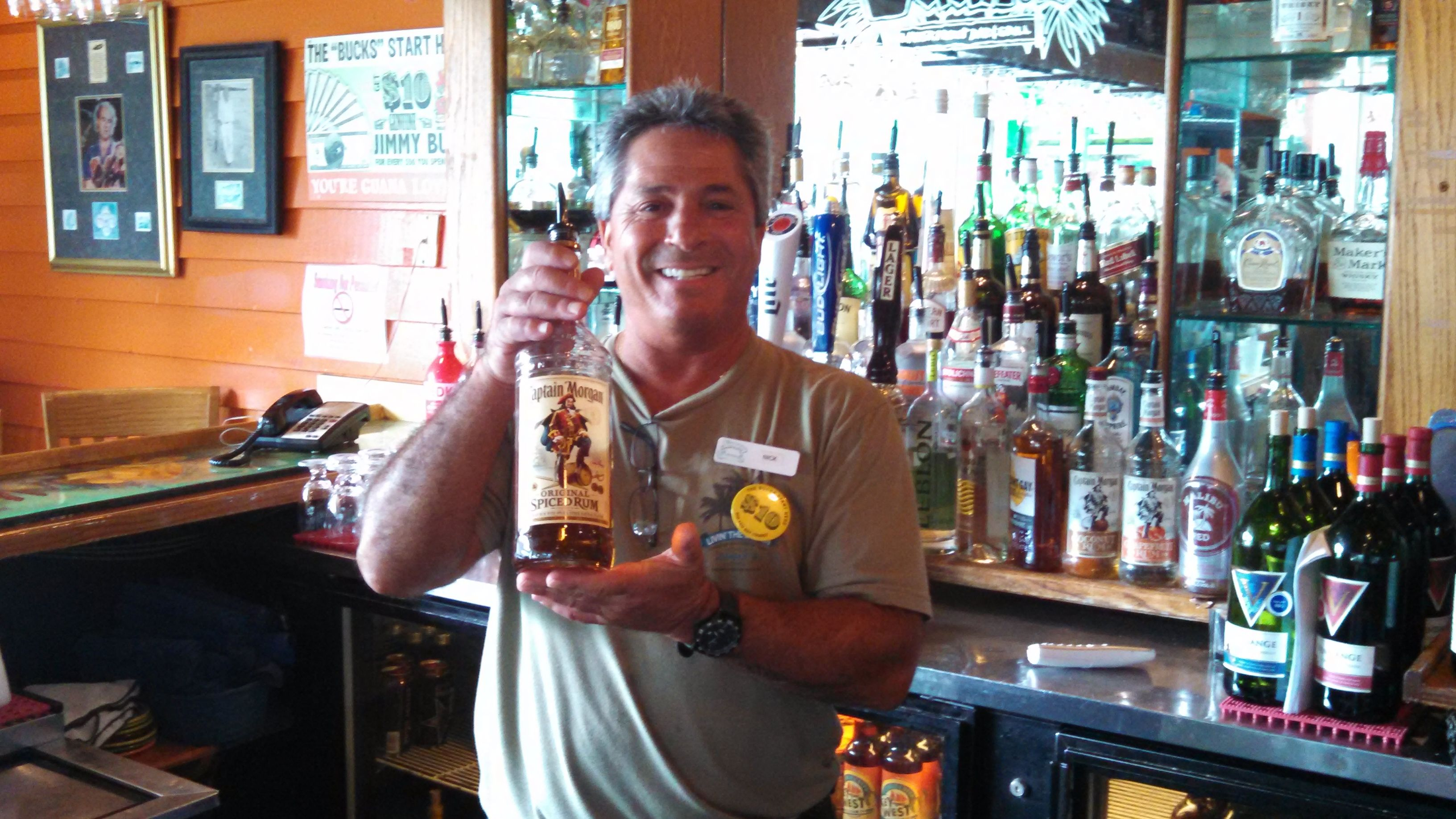 Bar tender and captain bartender photo tour photo
