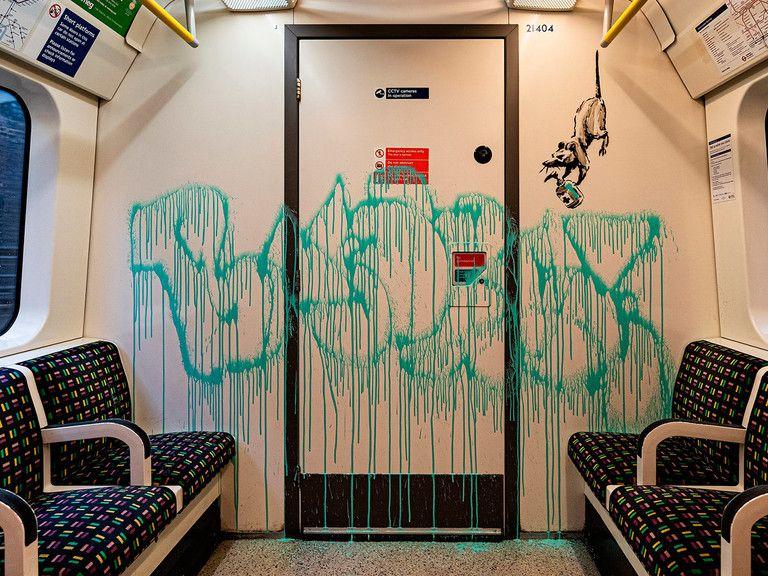 Banksy Recuerda La Importancia De Usar Mascarilla Con Una Intervención En El Metro De Londres Banksy Arte Banksy Principios Del Arte